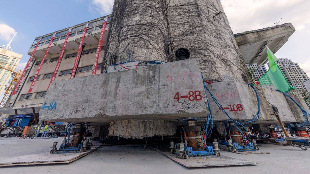 """Un edificio de 85 años """"camina"""" 63 metros hacia su nueva ubicación en China"""